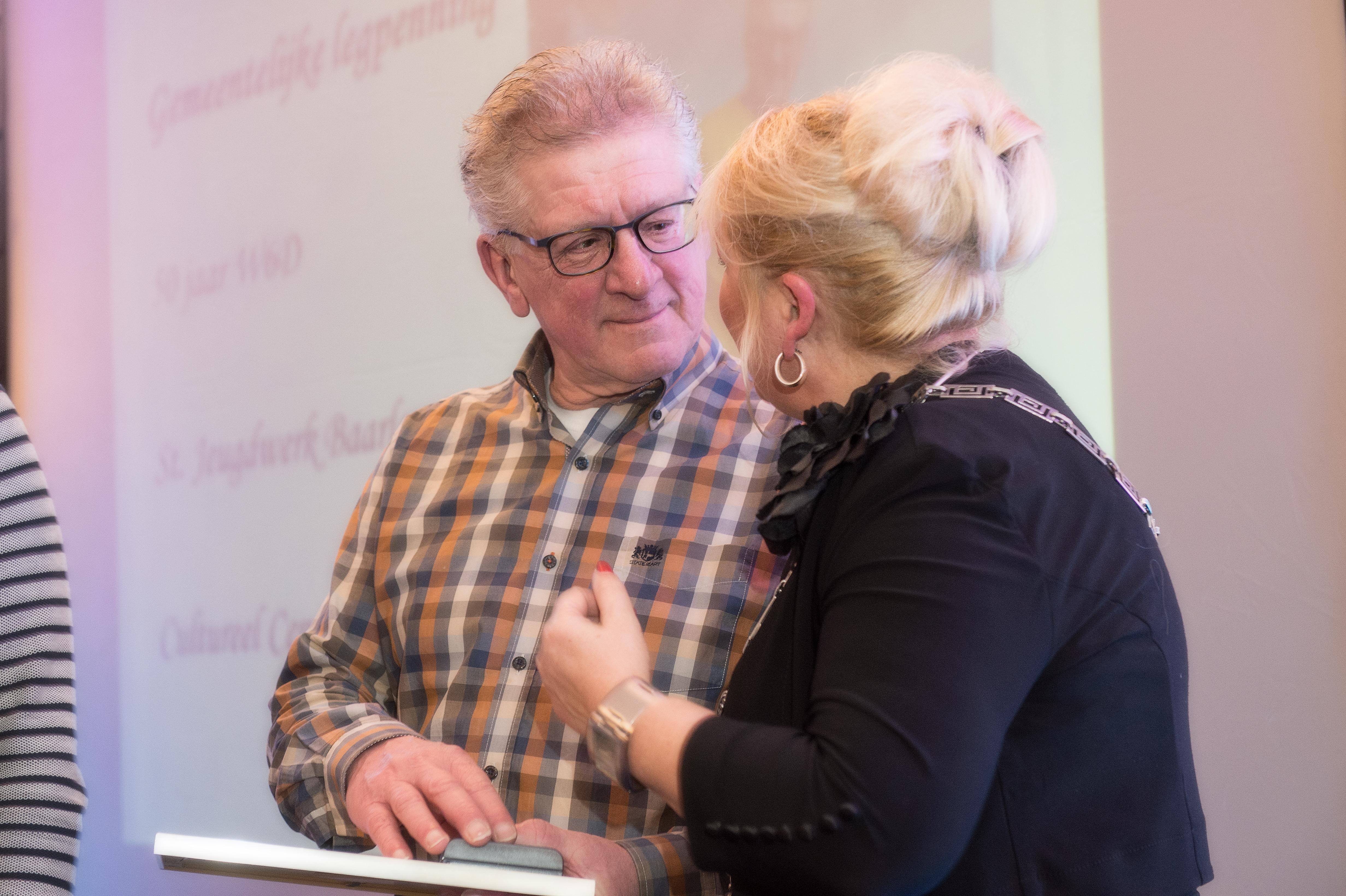Gemeentelijke Legpenning Voor Jos Van Beek